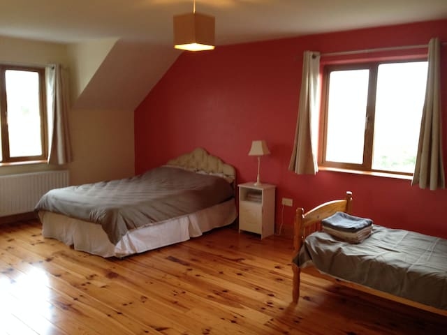 Triple Bedroom 2 - Inagh - Hus