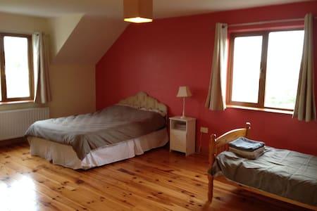 Triple Bedroom 2 - Inagh - Huis