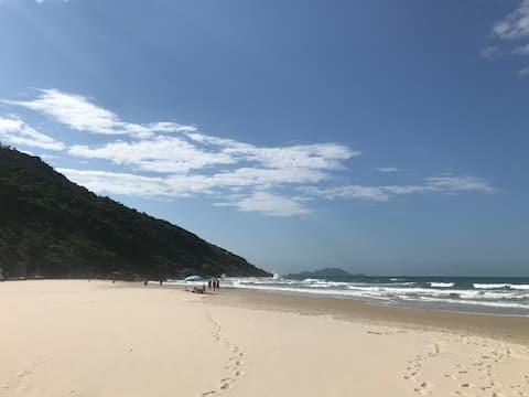 Linda suíte, próximo a praia paradisíaca!