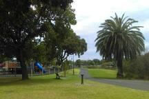 5 min walk to Lake Weeroona & awesome playground