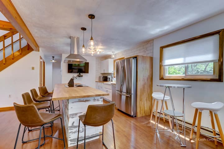 Stunningly Modern Surround By Woods Just Chill Houses For Rent In Long Pond Pennsylvania United States