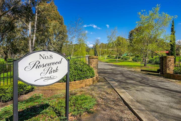 Rosewood Park Guest Suite - A Unique Experience.