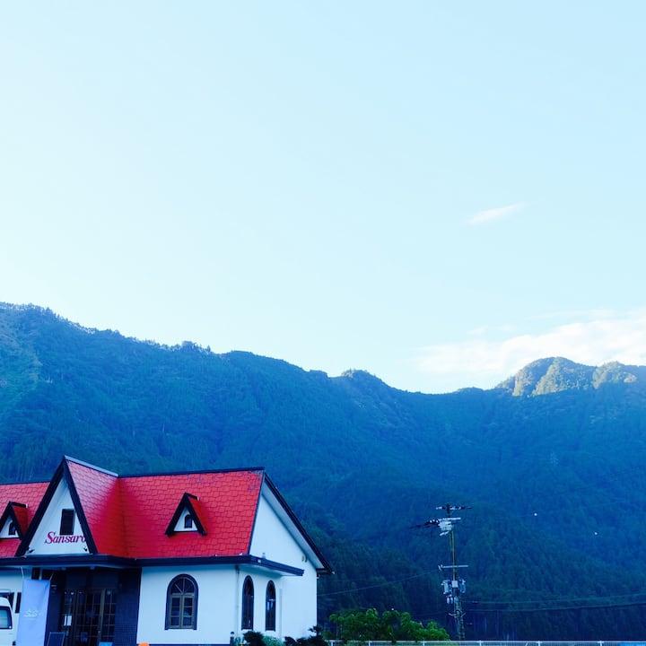 熊野巡りに!熊野古道近くの絶景田園風景のカフェに貸し切り滞在。