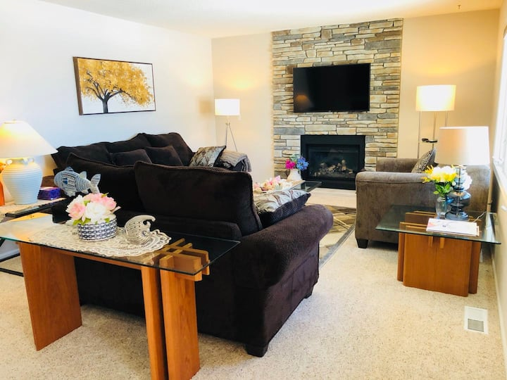 All Season Fun for Family & Friends /4BR for 10