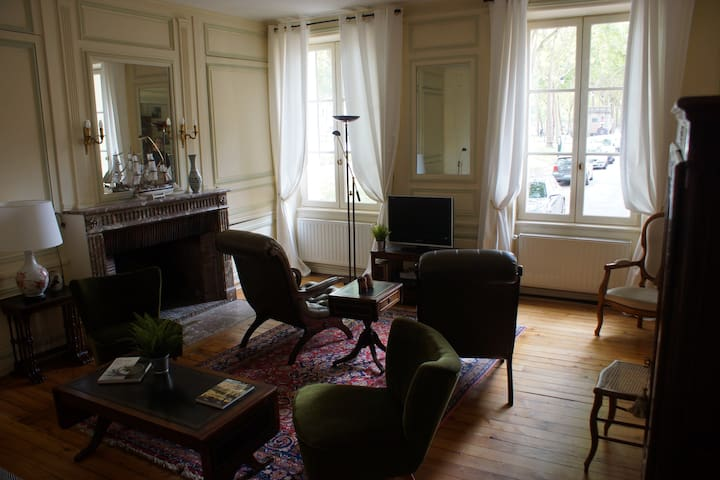 Cozy family apartment in the heart of Versailles
