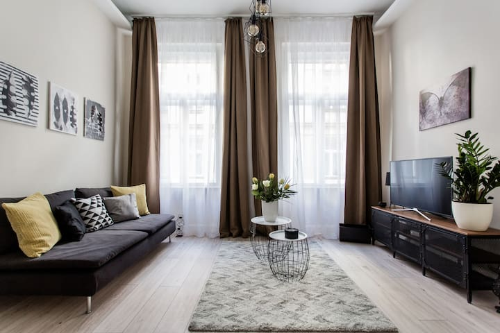 Stylish Central Apartment for the Best City Break