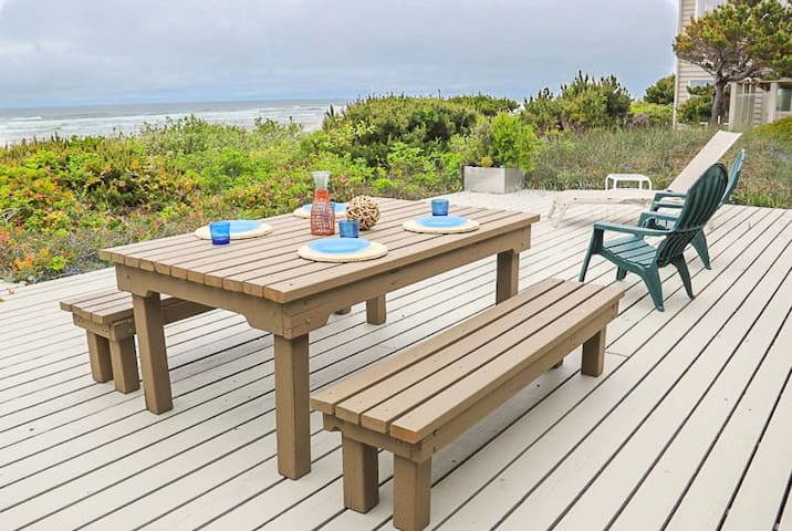 Private Access One-Level Oceanfront Home in Waldport is Vacation Perfection!