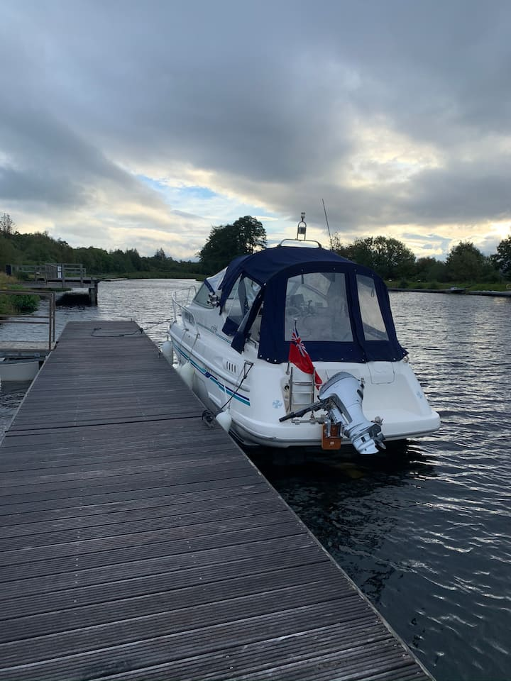 4 berth boat with excellent facilities