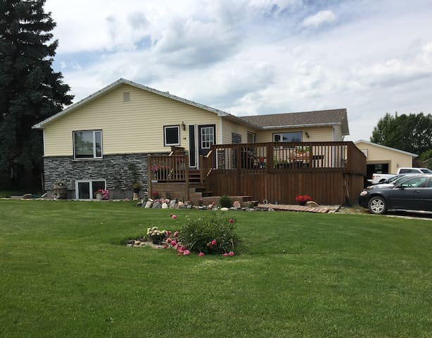 Family Friendly Home in Magrath Fall/Winter Stays