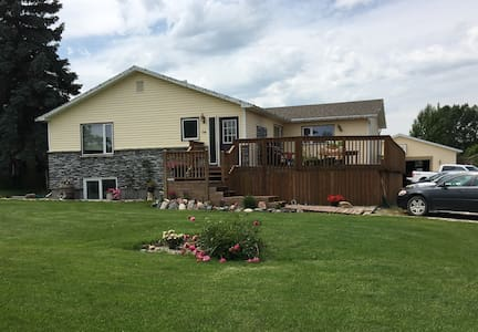 Family friendly home in Magrath Summer Stays