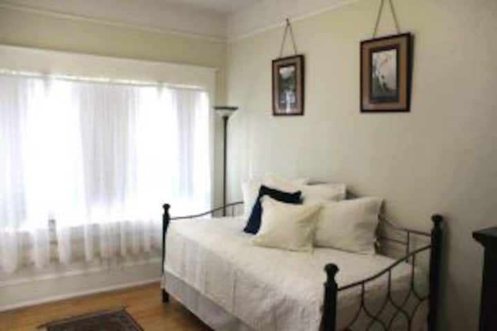 Lady Geneva Bed and Breakfast Medford Twin Suite