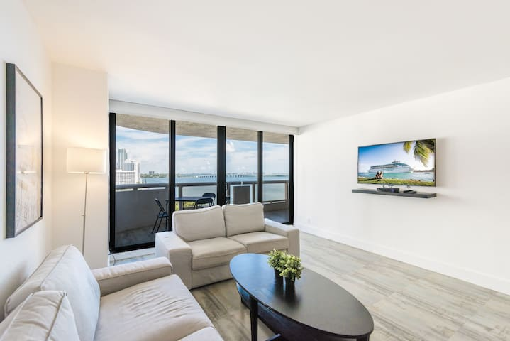 Stunningly Upgraded Unit With Panoramic Bay Views!