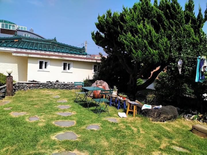 [202] 조용한 마을 애월바다 바로 앞 #주차가능 #곽지해수욕장인근 #안전한여행