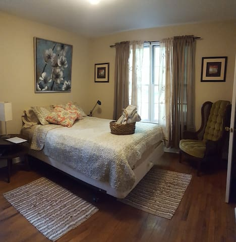 Vintage feel room in central area! - Tallahassee - Haus