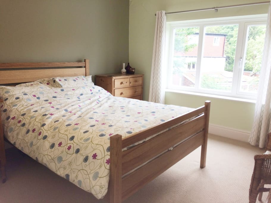 Light and airy double with a comfy bed :)