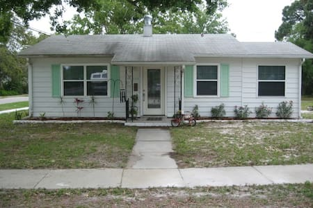$750 / week -  2br / 1bath CRYSTAL BEACH COTTAGE - Palm Harbor