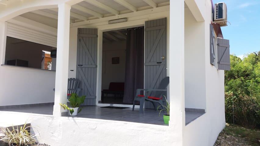 Beau studio avec jardin / Wifi - Saint-François - Ev