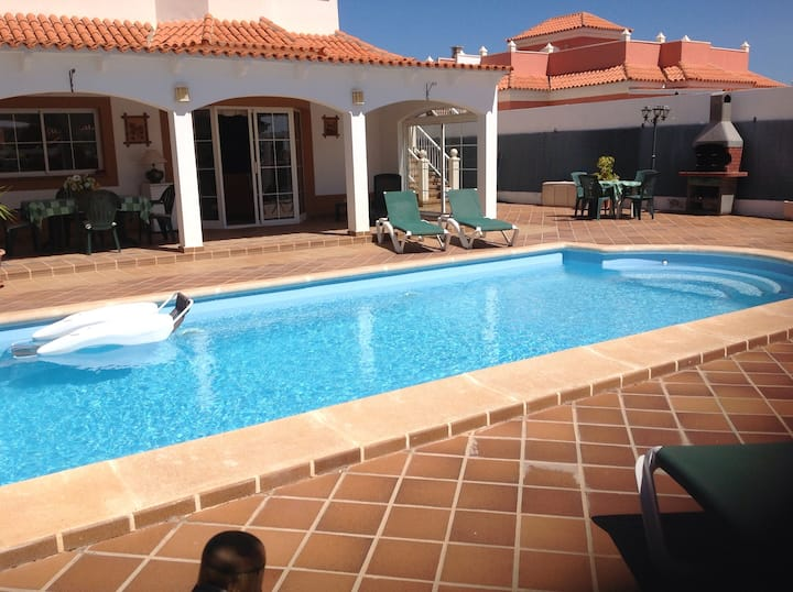 Detached 4 bed villa with large private pool area.