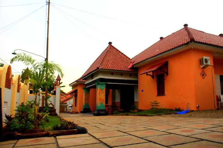 Javanese homy bed & breakfast