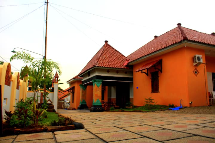 Javanese Bed and Breakfast All Room