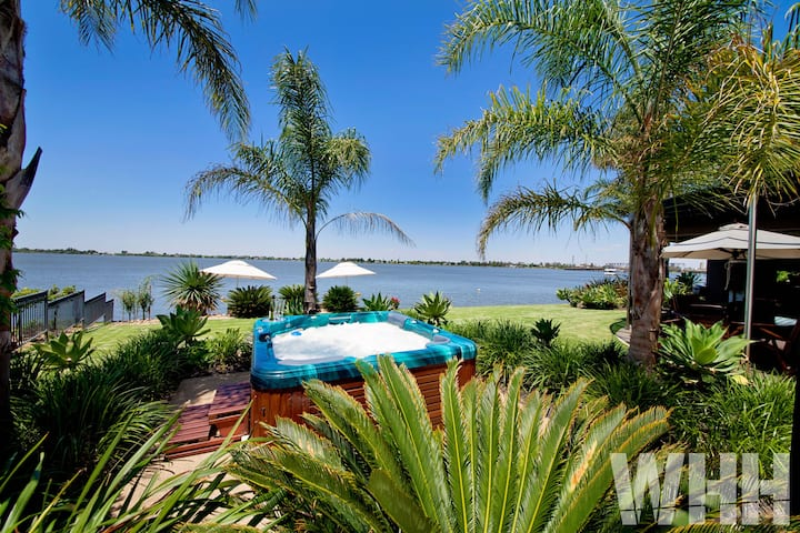 Absolute Waterfront at Edgewater Luxury on Lake Mulwala