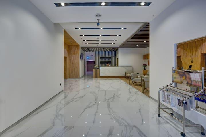 SPLENDID - BRAND NEW HOTEL-NEAR MALL OF EMIRATES
