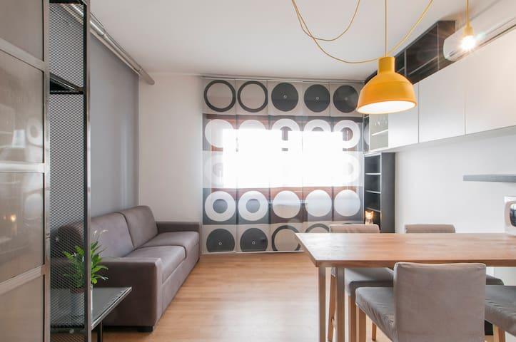 Stylish Brand New Apartment - Free WiFi