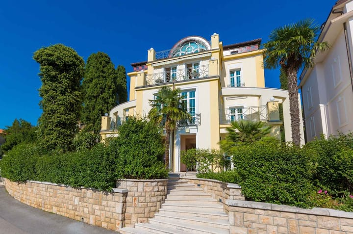 apartment for 2+2 persons in Crikvenica R96804