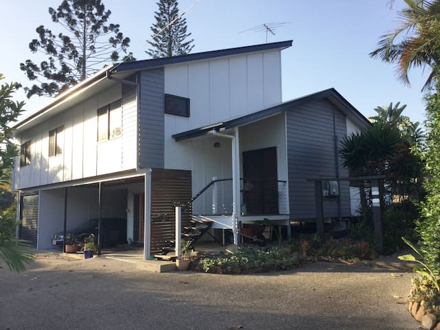 Entire split level home in Oxley
