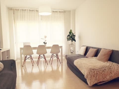 COZY APARTMENT NEARBY SCQ