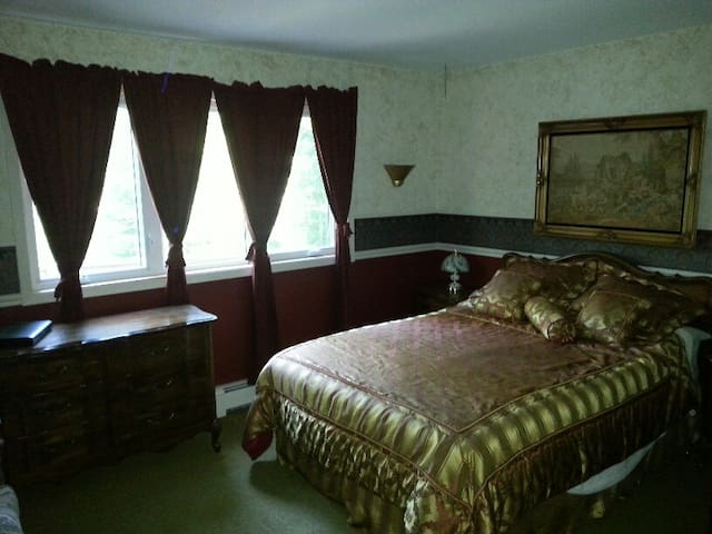 The Riverside Bed and Breakfast (Queen Room) - Haliburton - Bed & Breakfast