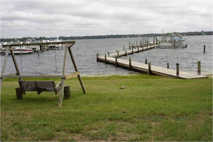 Furnished 2 Bdroom, 2.5 Bath Townhome on the Water - Fort Walton Beach - Complexo de Casas