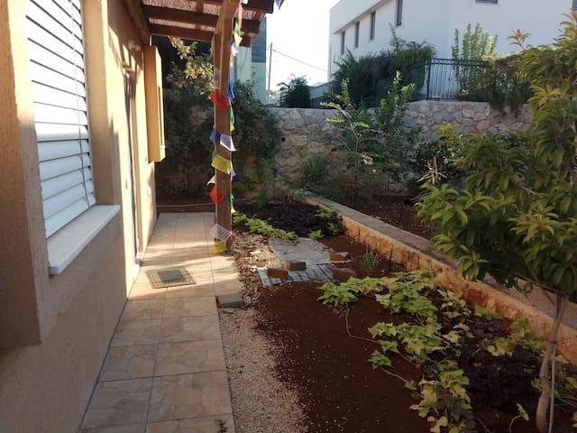 """Simple Zimmer"" - Gilboa Mountain"