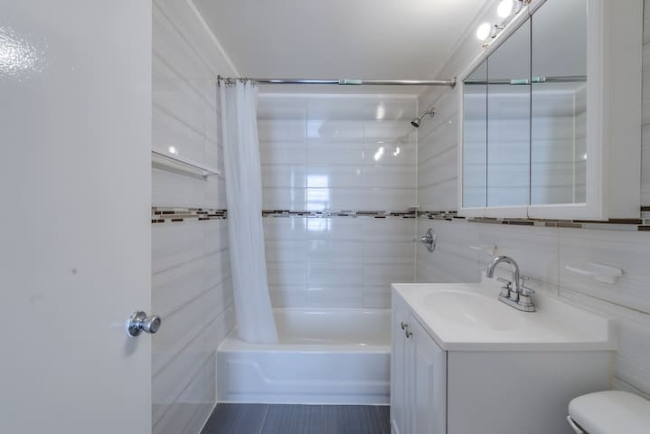 BRIGHT & COZY STUDIO FOR 2~EAST 60TH STREET