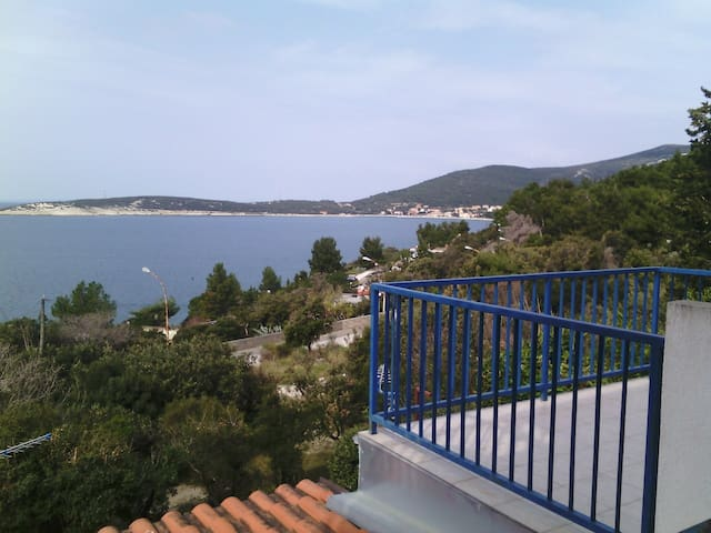 Apartment Nika/100 m from the sea, balcony+terrace - Martinšćica