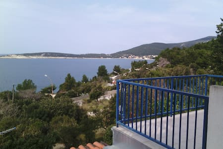 Apartment Nika/100 m from the sea, balcony+terrace - Martinšćica - Appartement