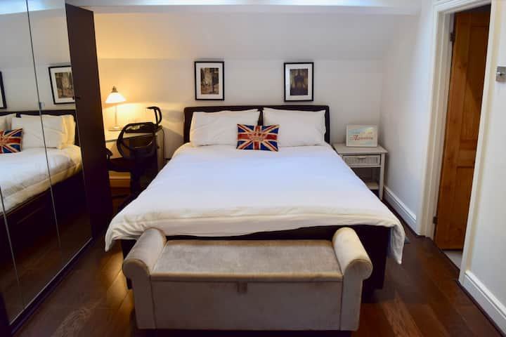 Comfortable double room in North London