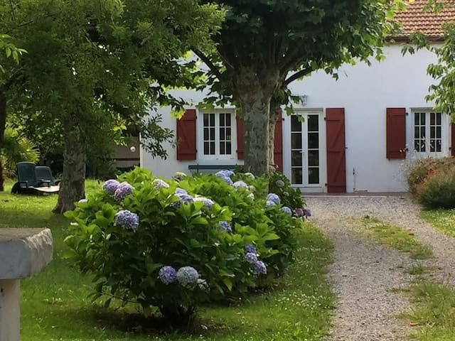 Maison de charme, jardin et tranquilité - Bayonne - House