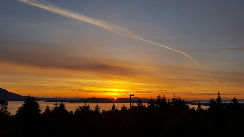 Stunning Ocean & Mountain Views in Mill Bay, BC