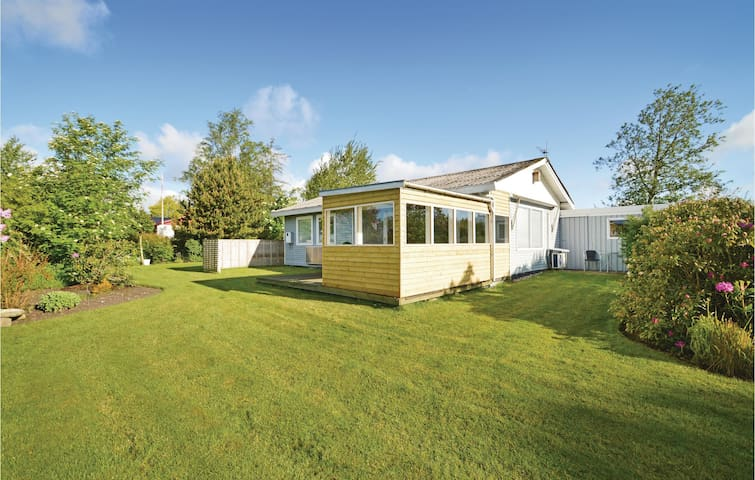 Holiday cottage with 3 bedrooms on 62m² in Farsø