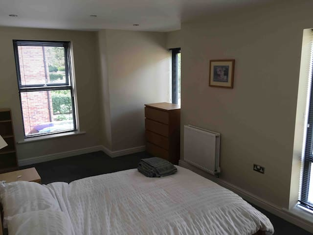 Room in beautiful modern townhouse, Chorlton