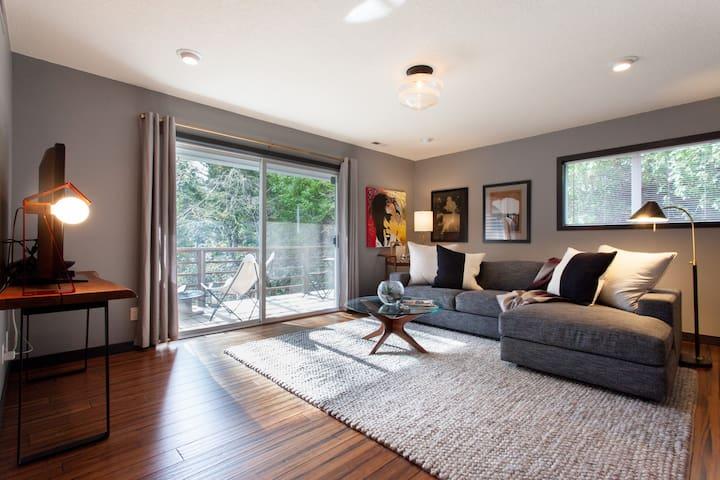 NW Portland Hillside Hideaway Suite