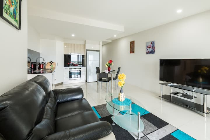 Brand New 2 Bed Apt in Mt Gravatt, Parking & Pool!