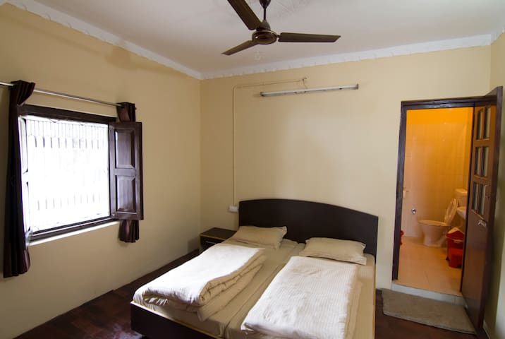 Lansdowne Home Stays - Private Room 1