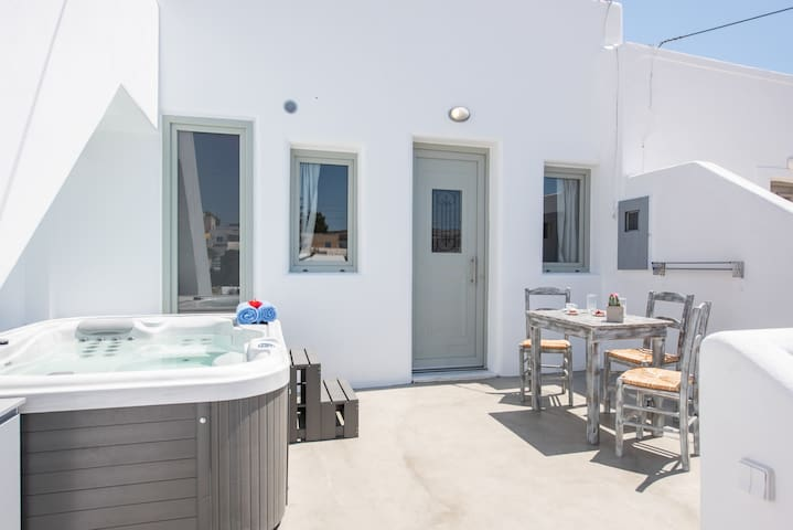 Traditional cycladic house with exterior jacuzzi