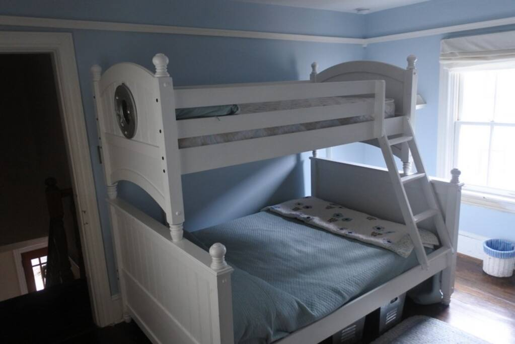 Kids bedroom with bunkbed