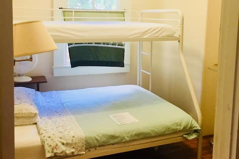 Open to woman solo traveler/ Full bed (Room#4)