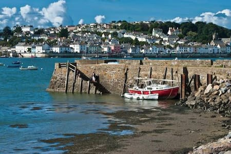 Devon Holiday Cottage on the waters edge