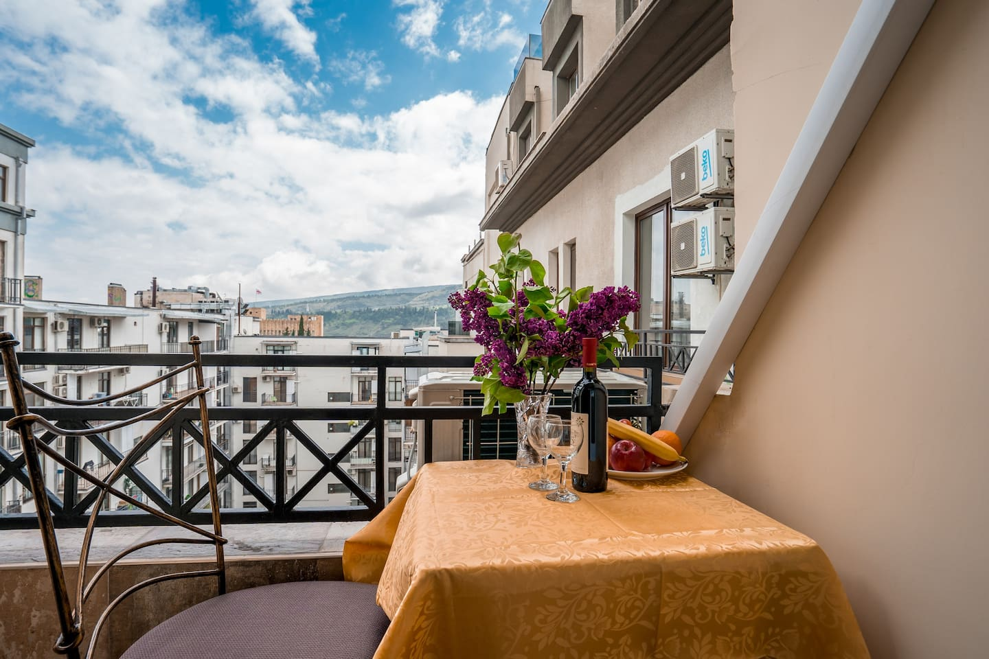 Great views from the balcony to have breakfast or enjoy a nice Georgian wine at the sunset.
