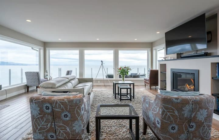 10 Mile Point Stunning Oceanfront-LONG TERM AVAIL!